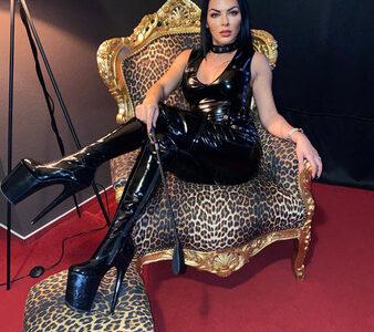 lady-emmi-–-domina-bizarr